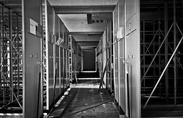Renovace dřevěných podlah svépomocí je jen pro odvážné